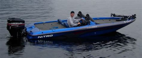 1999 Nitro Bass Boat Windshield by Nitro