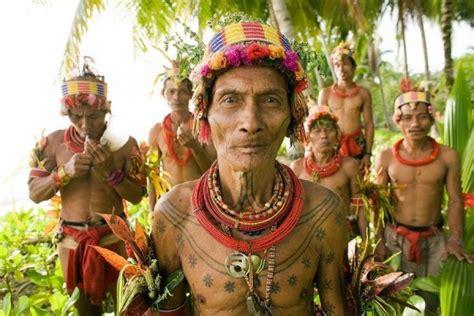 suku mentawai ternyata  pelopor seni tato tubuh