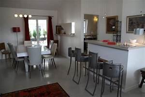 Photo maison et table bar deco photo decofr for Suspension contemporaine salle manger pour deco cuisine