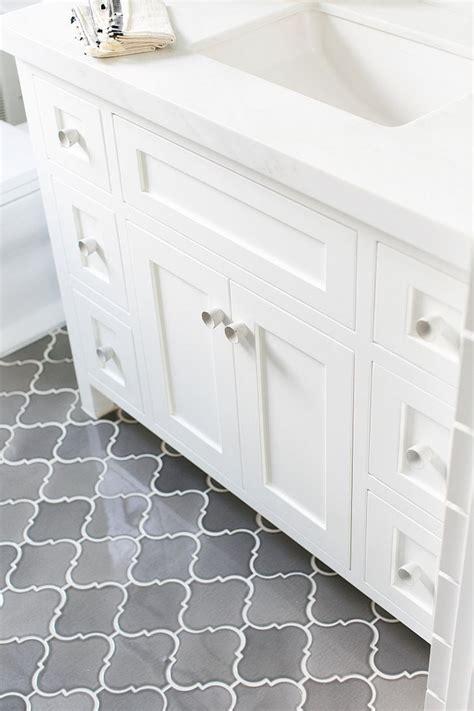 Bathroom Shower Floor Tile Ideas by Best 25 Small Bathroom Tiles Ideas On City