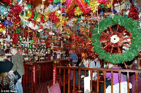bar   bar  lights  pub decked