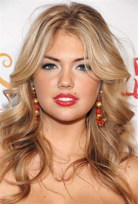 25 Stunning Mid Length Hairstyles For Round Faces - Feed