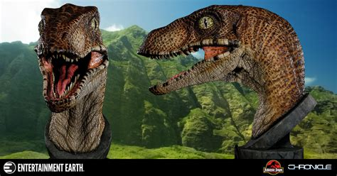 beautiful and terrifying jurassic park velociraptor 1 1 scale bust