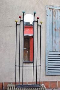 Porte Manteau Vintage : porte manteaux vintage avec miroir central et boules de couleur ~ Teatrodelosmanantiales.com Idées de Décoration
