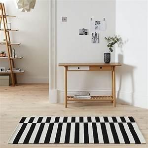 Tapis Noir Et Blanc Scandinave : tapis moderne rayures en noir et blanc ~ Teatrodelosmanantiales.com Idées de Décoration