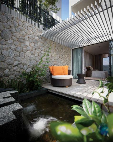 Garden Bedroom Ideas by Master Bedroom Courtyard She S A Brick House In