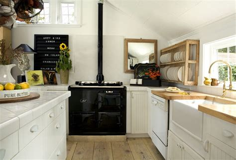 40 Elements To Utilize When Creating A Farmhouse Kitchen
