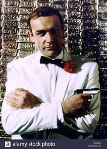 SEAN CONNERY JAMES BOND: GOLDFINGER (1964 Stock Photo ...