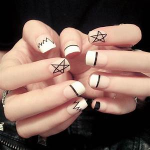 Ongle En Gel Court : faux ongles noir et blanc ~ Melissatoandfro.com Idées de Décoration