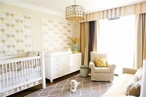 chambre bebe blanche decoree de couleurs 50 super idees With tapis chambre enfant avec canapé bois exotique