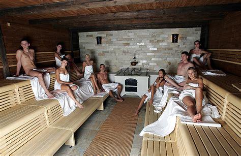 carodejnicke koupani  saunovani pri svickach  aquapalace