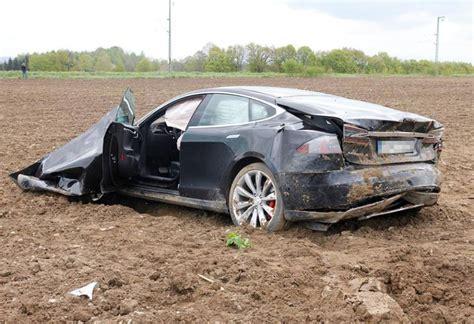 Tesla Model S Crash tesla crash crashed s tesla model s in germany