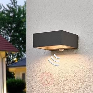 Led Outdoor Lampe : solar powered led outdoor wall light mahra sensor ~ Markanthonyermac.com Haus und Dekorationen