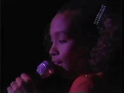 Whitney Houston The greatest love of all/ Love will find a way live 1985 (RIP Whitney)