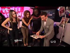 WWE Raw 11 01 10 Lita Returns !!!!!!!