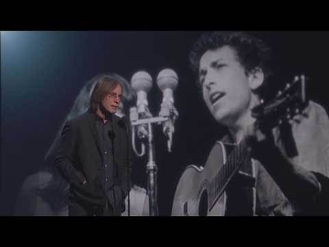 Jackson Browne Inducts Joan Baez into the Rock & Roll Hall of Fame - 2017