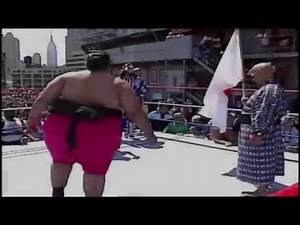NFL footballer Gary Baldinger attempts to slam Yokozuna