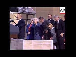 USA: BILL CLINTON AT DEDICATION TO GEORGE BUSH PRESIDENTIAL LIBRARY