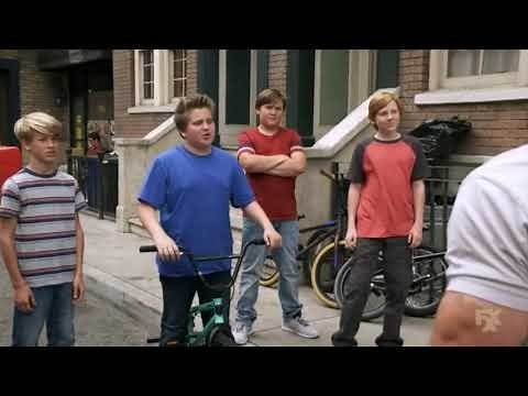 It's Always Sunny in Philadelphia - Mac and Charlie beat up kids
