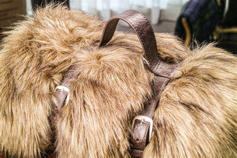 Artisan-De-LuxeHome-Fur-Throw