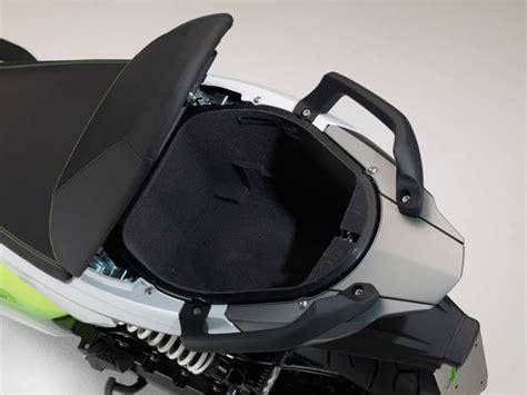 BMW-ScooterStorage