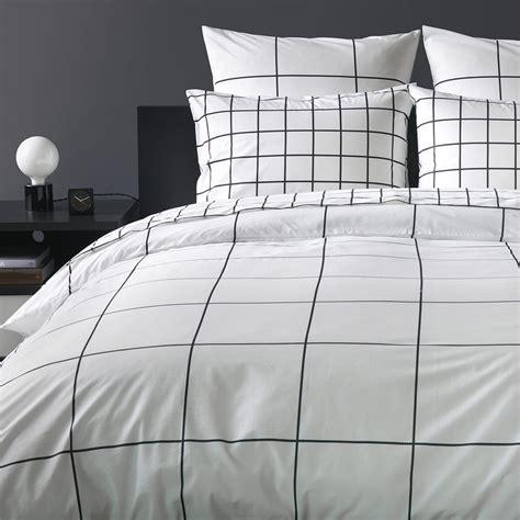 Black-and-White-Grid-Bedding