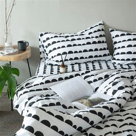 Blackand-White-Polka-Dot-Sheets