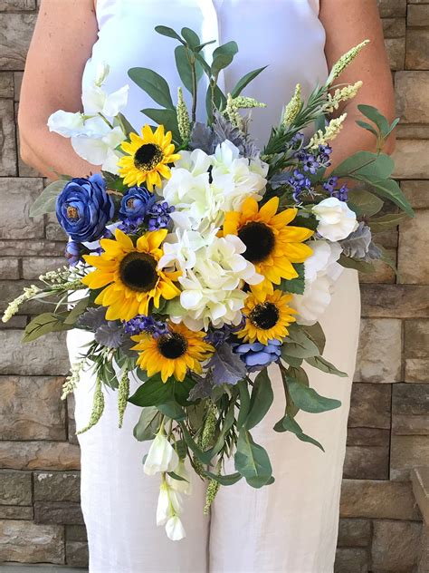 Bridal-Bouquetswith-Sunflowers