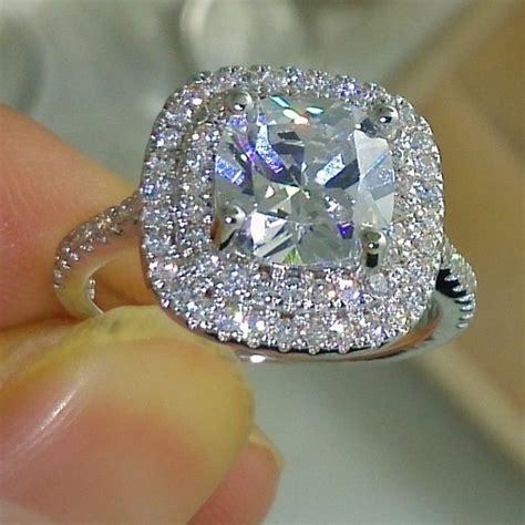 Cushion-CutDiamond-Wedding-Rings