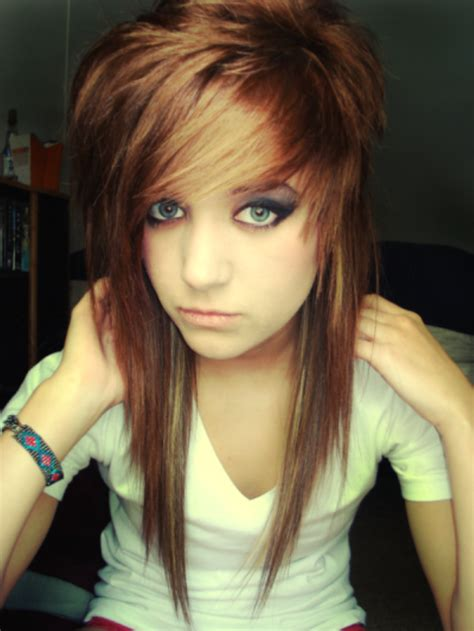 Emo-Hairstyles-for-Women