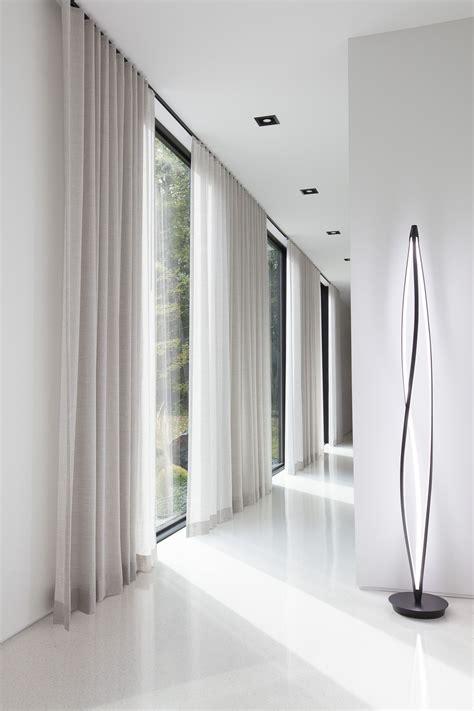 Floor-toCeiling-Curtain-Rod