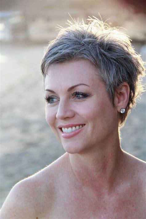 Great-Short-Haircutsfor-Gray-Hair