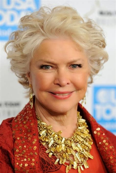 Hairstyles-for-WomenOver-50-with-Jowls