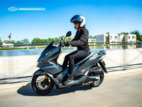Honda-PCX300-Scooter