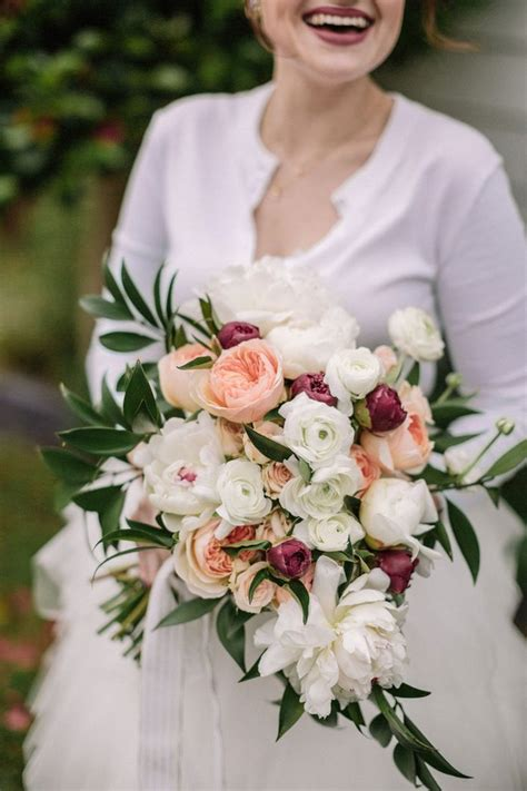 How-To-Make-A-Wedding-Bouquet
