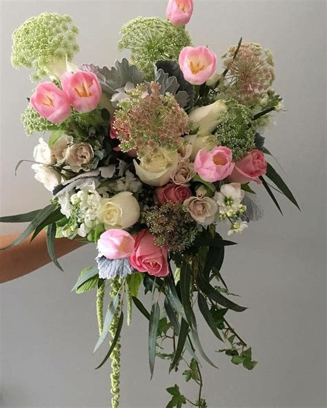 Light-Pink-andWhite-Roses-Bouquet