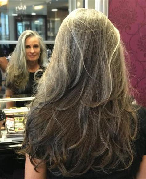 Long-Layered-Hairstylesfor-Grey-Hair