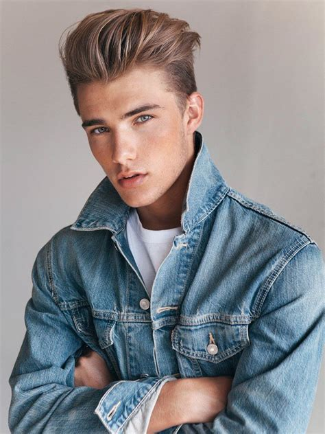 Male-PompadourHairstyle