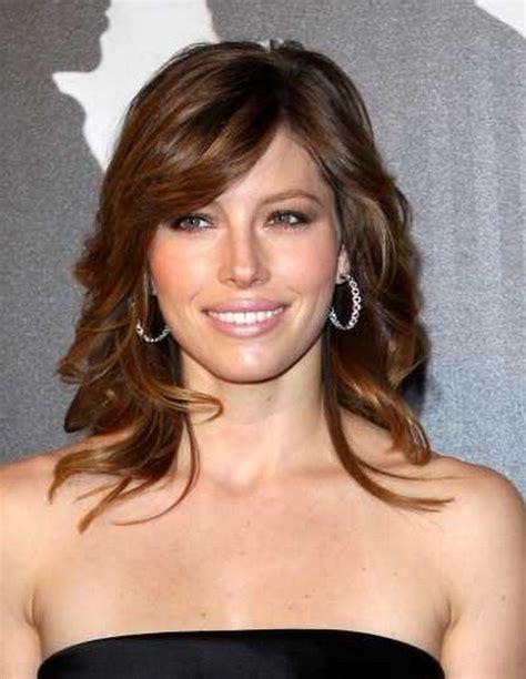 Medium-LayeredWavy-Hairstyles