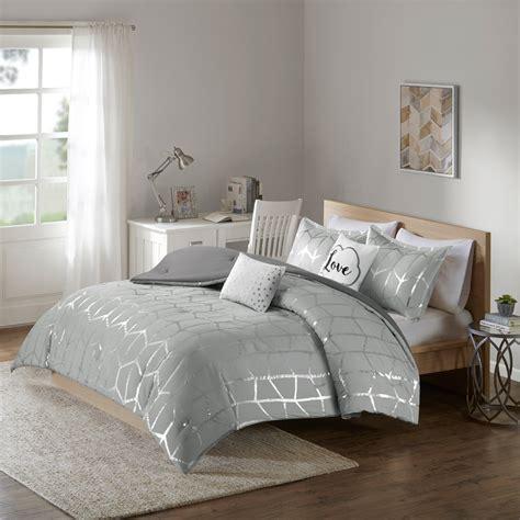 Metallic-Silver-Comforter-Set