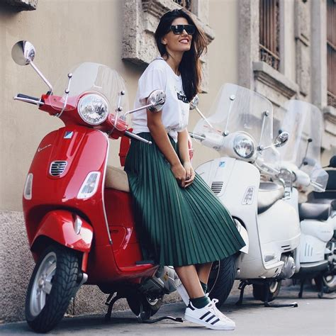 Moped-ScooterGirls
