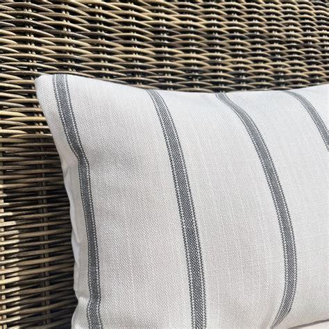Outdoor-CushionHolder