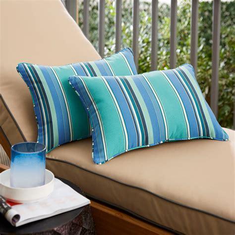 Outdoor-Patio-FurniturePillows