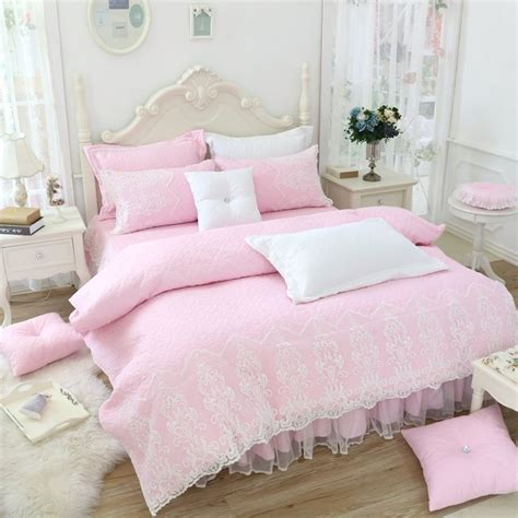 Pinkand-White-Bed-Sheets