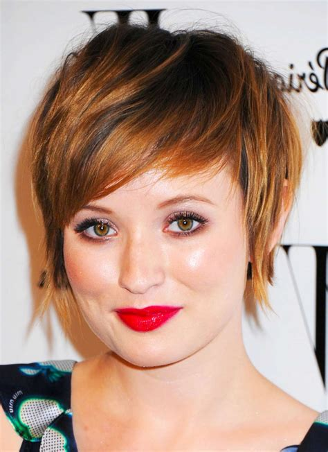 Pixie-Cut-with-BangsRound-Face
