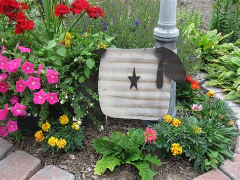 Primitive Garden Decor