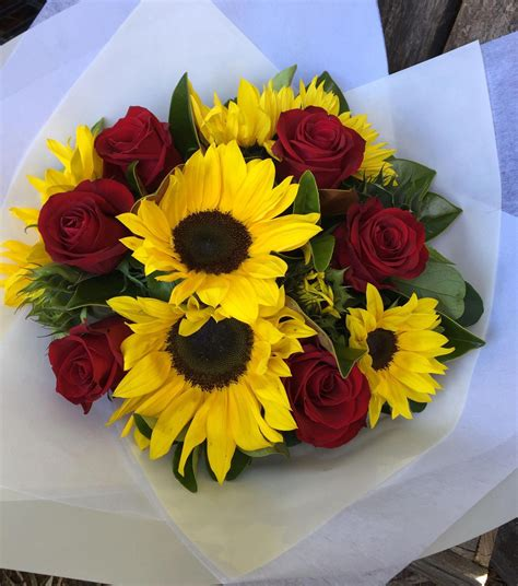 Red-Roses-andSunflower-Bouquet