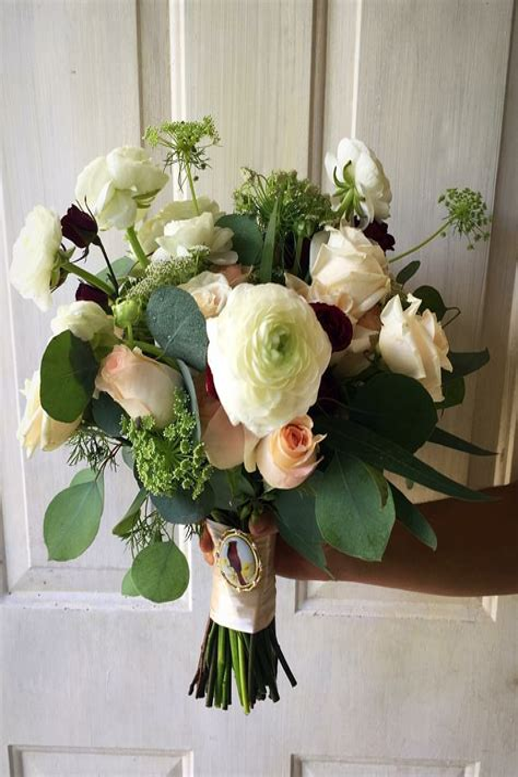 Rustic-WinterWedding-Bouquets