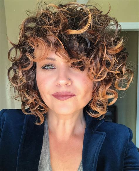Short-Curly-Hairwith-Highlights