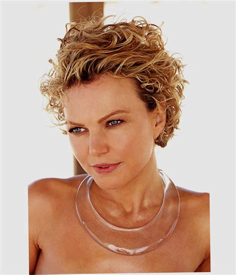 Short-Hairstyles-for-FineCurly-Hair-and-Round-Face